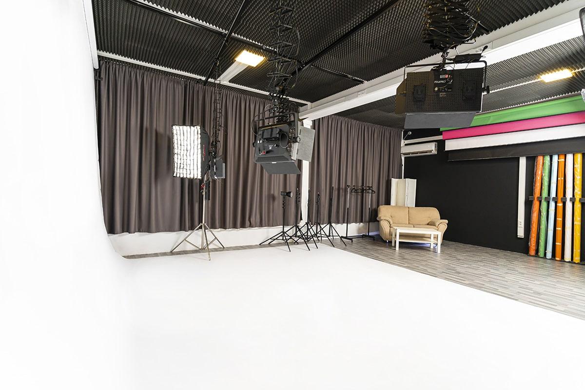 голям бял фон снимачно студио софия